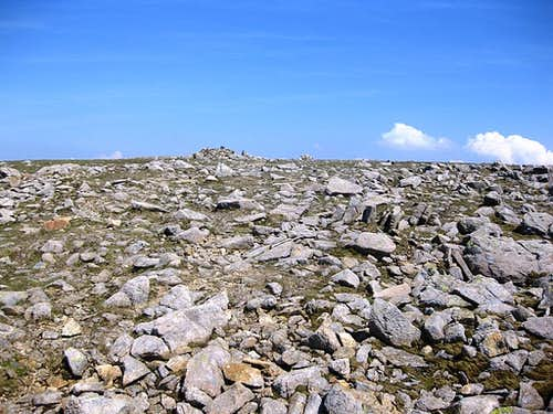 The very big summit of Pillar - and if somebody would clean up all these rocks, it would be very flat