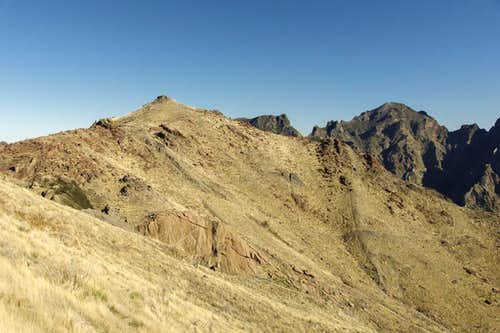 Pico do Cerco in front of Pico Ruivo