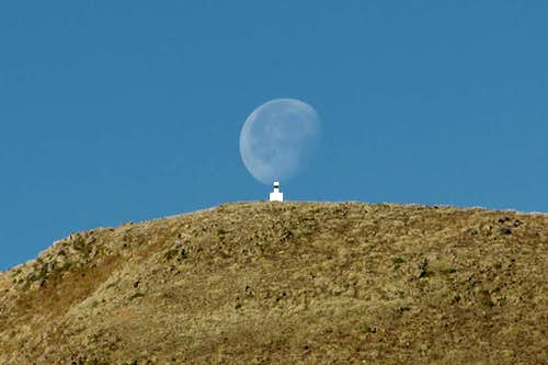 Moonset on Pico dos Estelos