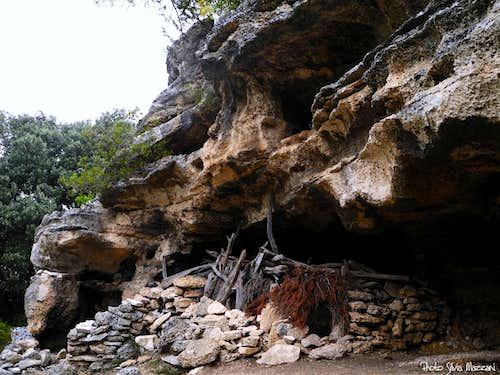 Ancient shepherds' cave along the trail to Goloritzè