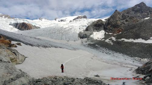 Trail to Guide d'Ayas hut
