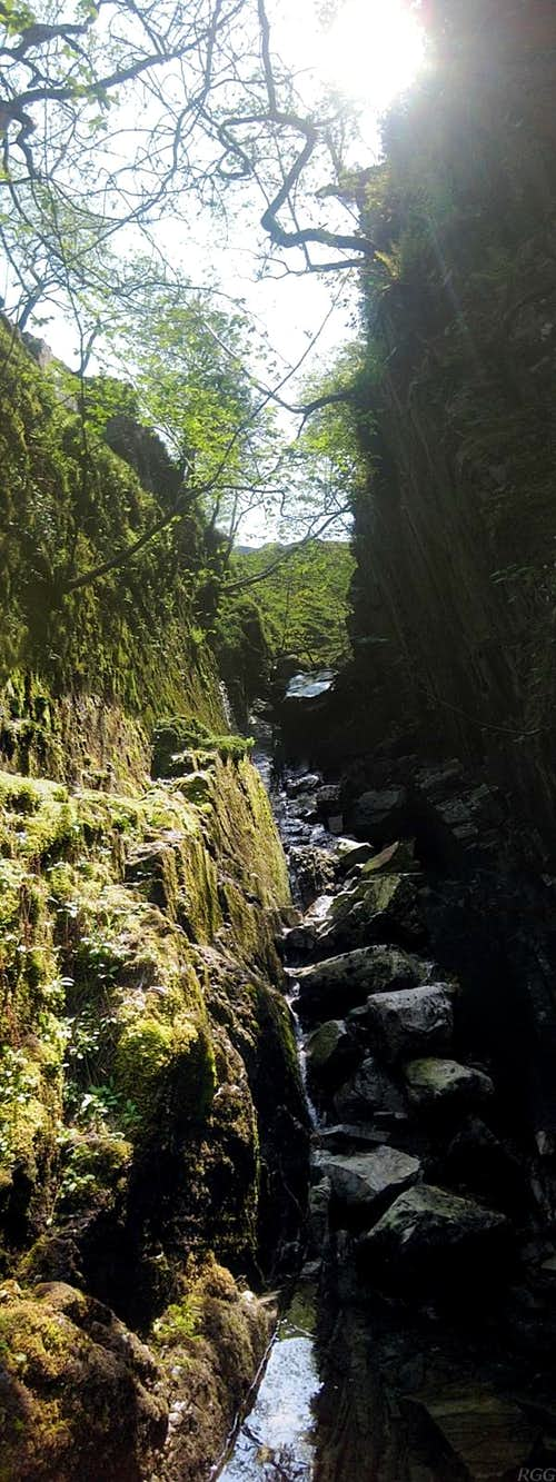 The first canyon in the upper section of the Grains Gill