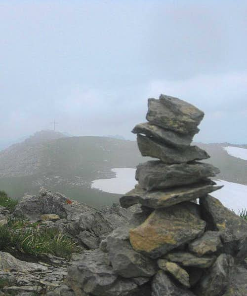 The misleadingly placed \'summit\' cross from the <i><b>true</b></i> summit of the Augstenberg