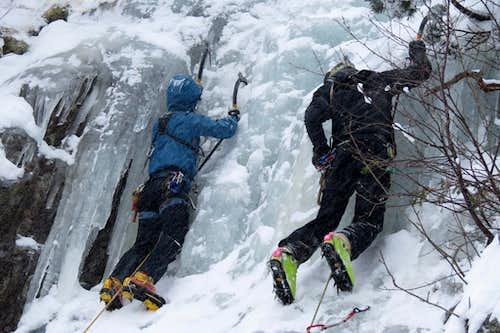 Synchronous Ice climbing