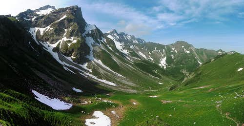 A panoramic view down the Naaftal