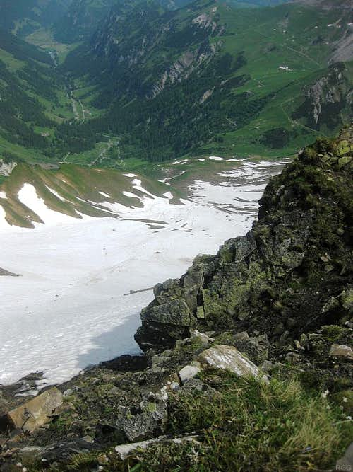 Looking down the big snow field on the northern slopes below Ijesfürggli