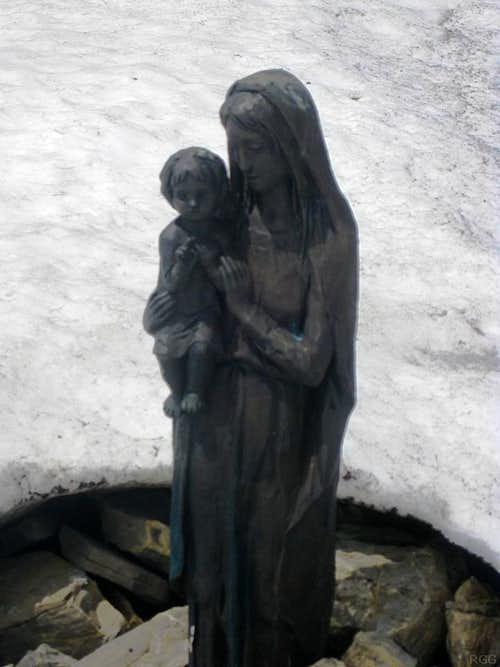The Madonna statue just below the Schwarzhorn summit
