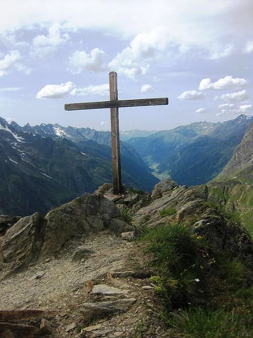 Gahwinden summit cross (2649m) and the Pitztal valley, more than a thousand meters below
