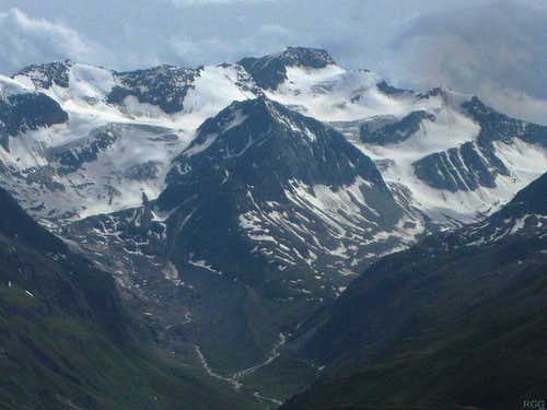 Zoomed in to the Hoch Vernagtspitze (3535m) from Gahwinden
