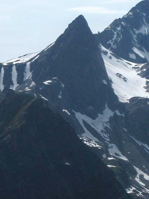 Zoomed in view west to Parstleswand (3096), a subsidiary of Verpeilspitze (3423m)