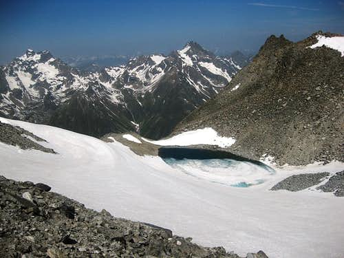 The small icefield and lake just below the Hohe Geige summit