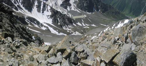 Panoramic view down the Hohe Geige normal route from the junction with the west ridge route