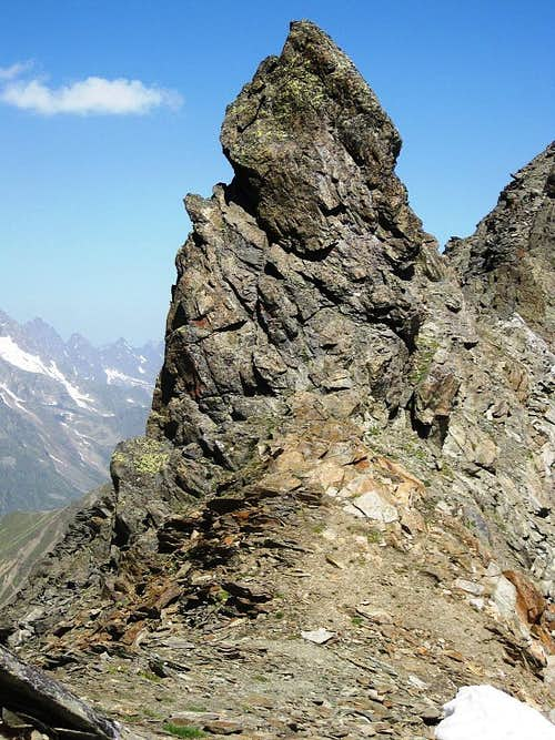 A rocky outcrop on the ridge just north of the Weißmaurachjoch