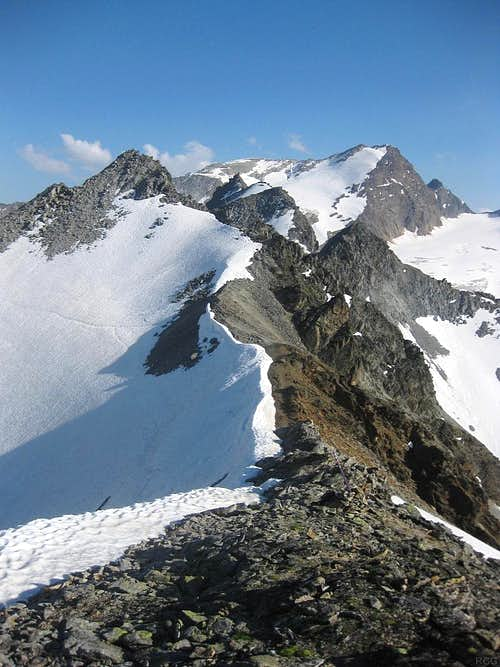 Looking south from Pollesfernerkopf (3015m) along the ridge to the nearby Nördlicher Polleskogel (3035m)