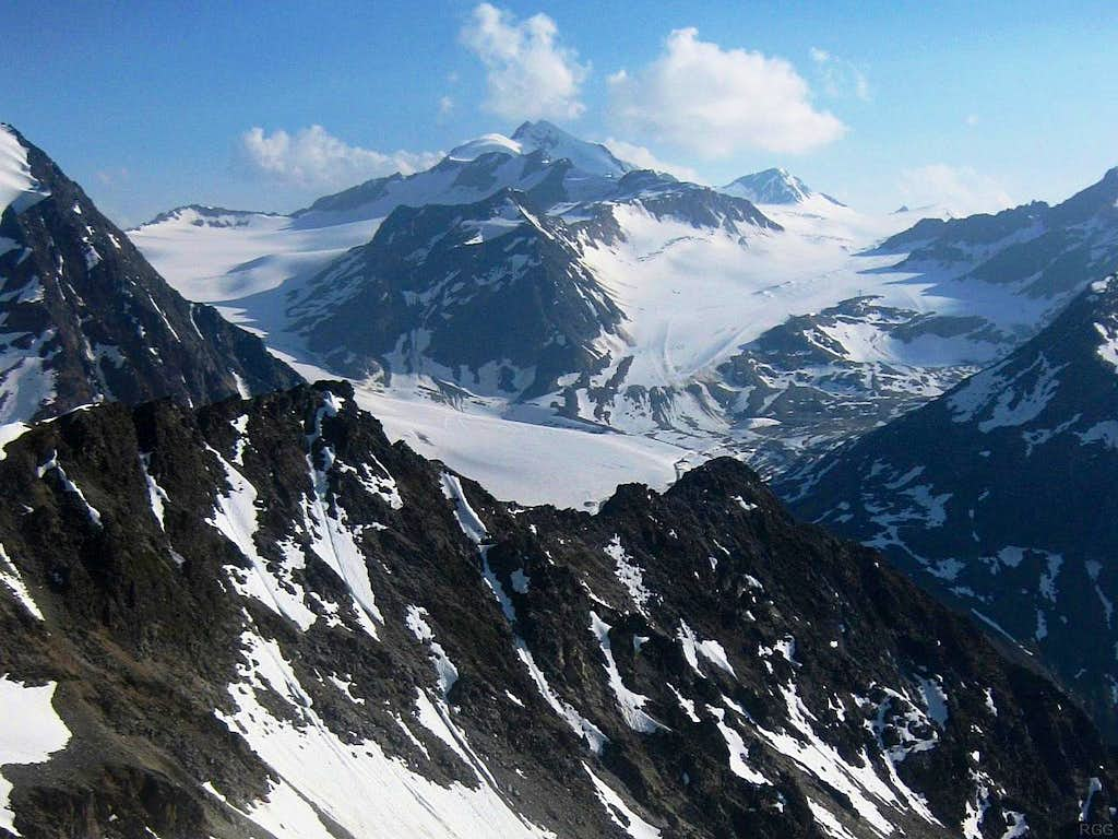 Looking at the Wildspitze (3768m) from the Pollesfernerkopf (3015m)