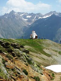 Chapel next to the Rotkogeljochhütte, with the Stubaier Alps in the background
