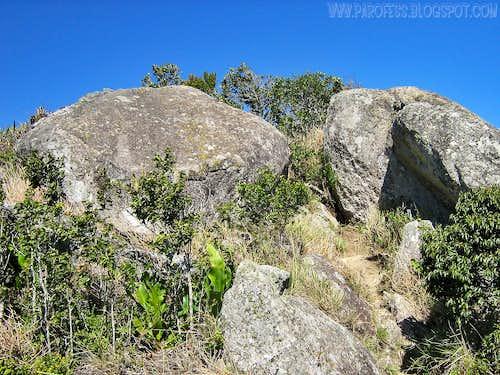 Summit boulders of Lopo Peak