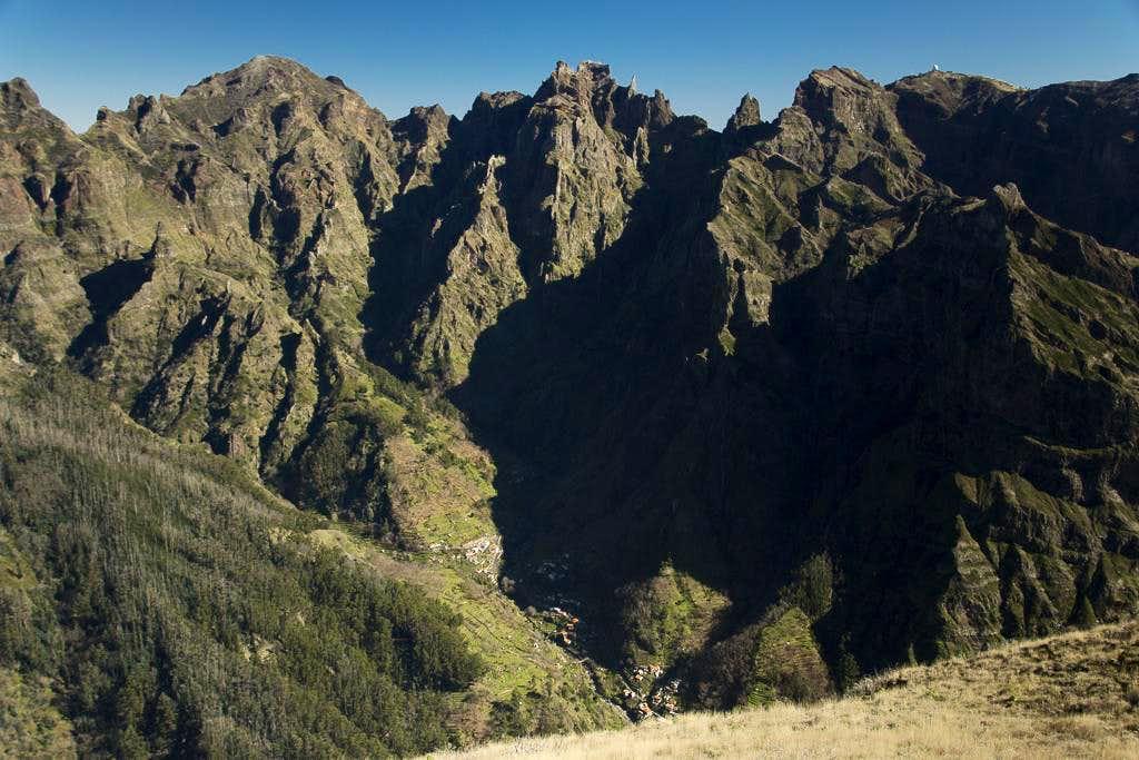 Pico Ruivo (1862m), Pico das Torres (1852m), Pico do Gato (1782m), Pico Cidrao (1797m), Pico do Arieiro (1816m)
