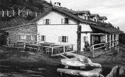 The old Anna-Schutzhaus at...
