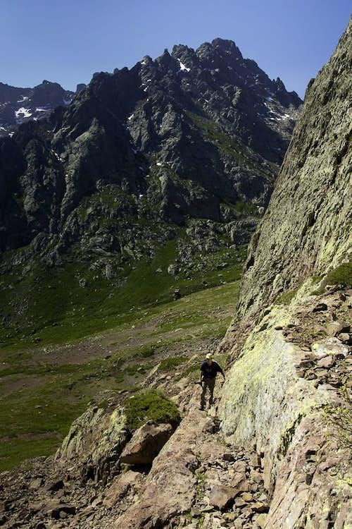 On the ledge to Brèche de Missoghiu