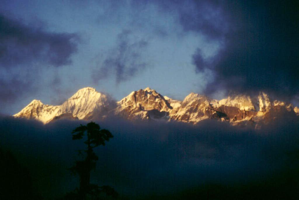 Fog disappearing - View from Dzongri Là