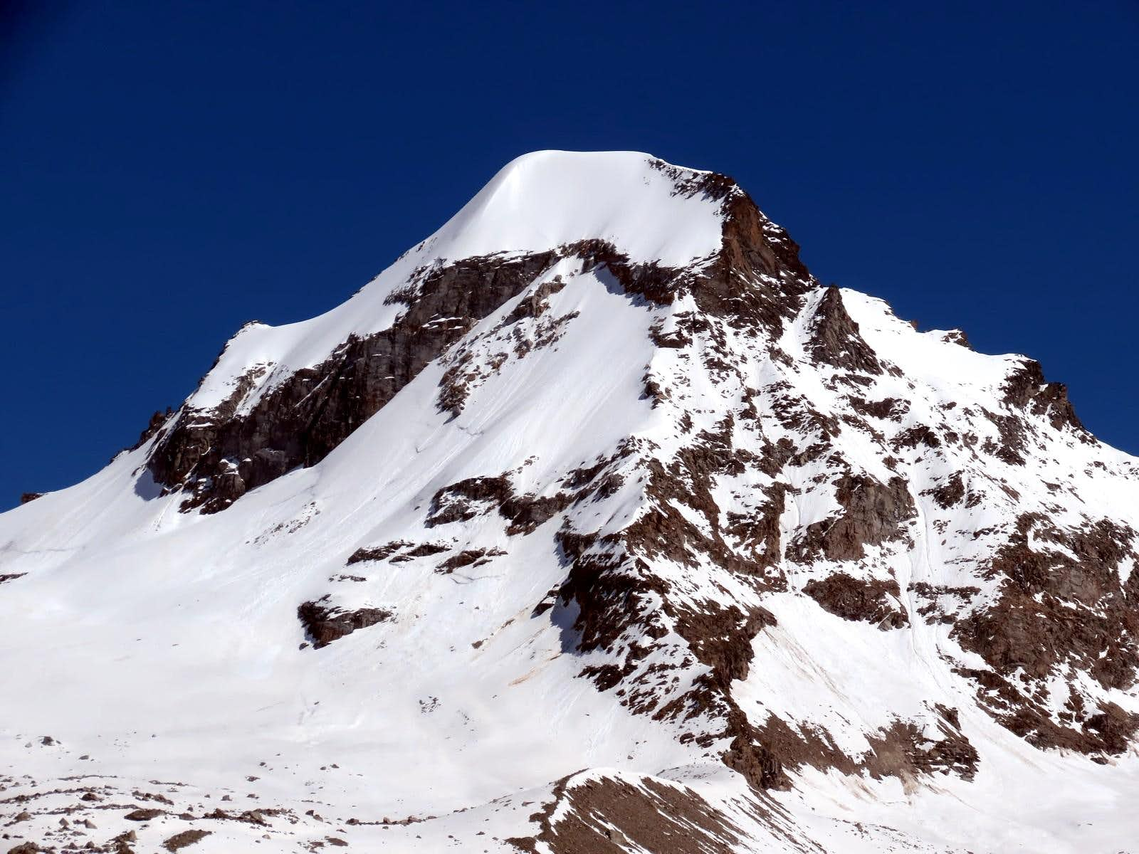 <font color=blue>▲</font>The famous 3500m in the Aosta Valley and the normal route or no (Valsavarenche Valley)