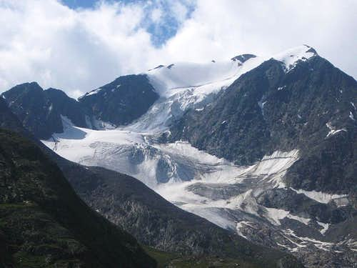The small glacier high on the north side of the Mutmalspitze
