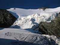 The steep icefall and upper N face of the Mutmalspitze