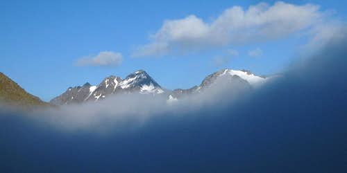 Fineilspitze and Hauslabkogel, barely above the clouds