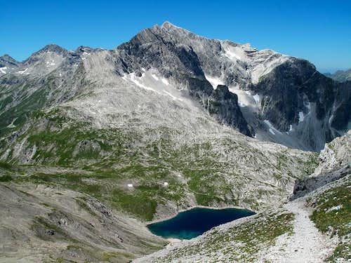 Butzensee lake, Butzenspitze (2547m) and Braunarlspitze (2649m)