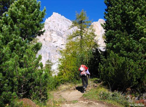 Torre Piccola di Falzarego approach path