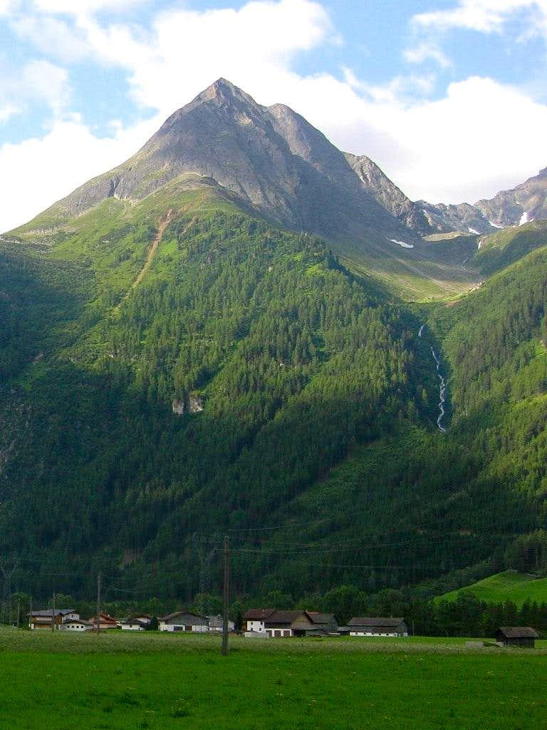 Äußerer Hahlkogel (2655m) and Innerer Hahlkogel (2734m)