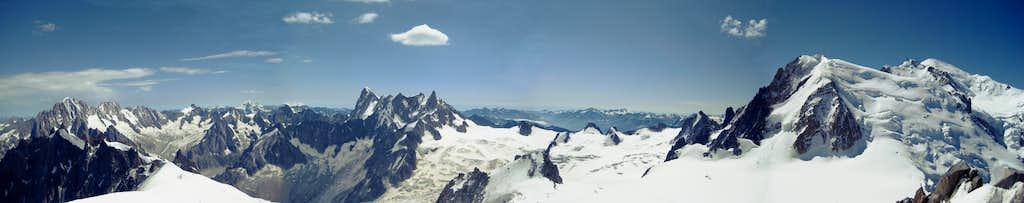 Panorama Aig. Verte - Aig. de Triolet - Rochefort Ridge - Mont Blanc