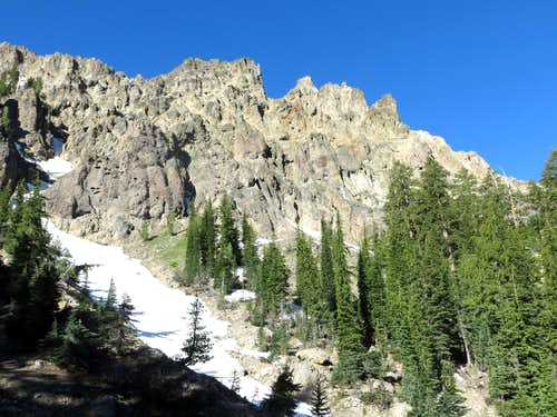 Craggy rocks above the PCT