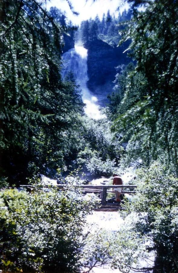 Folk ... & Curtain IV° Laures's Waterfalls 1969