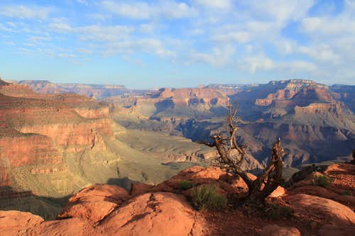 Beautiful Grand Canyon view looking west from the South Kaibab Trail in the Morning
