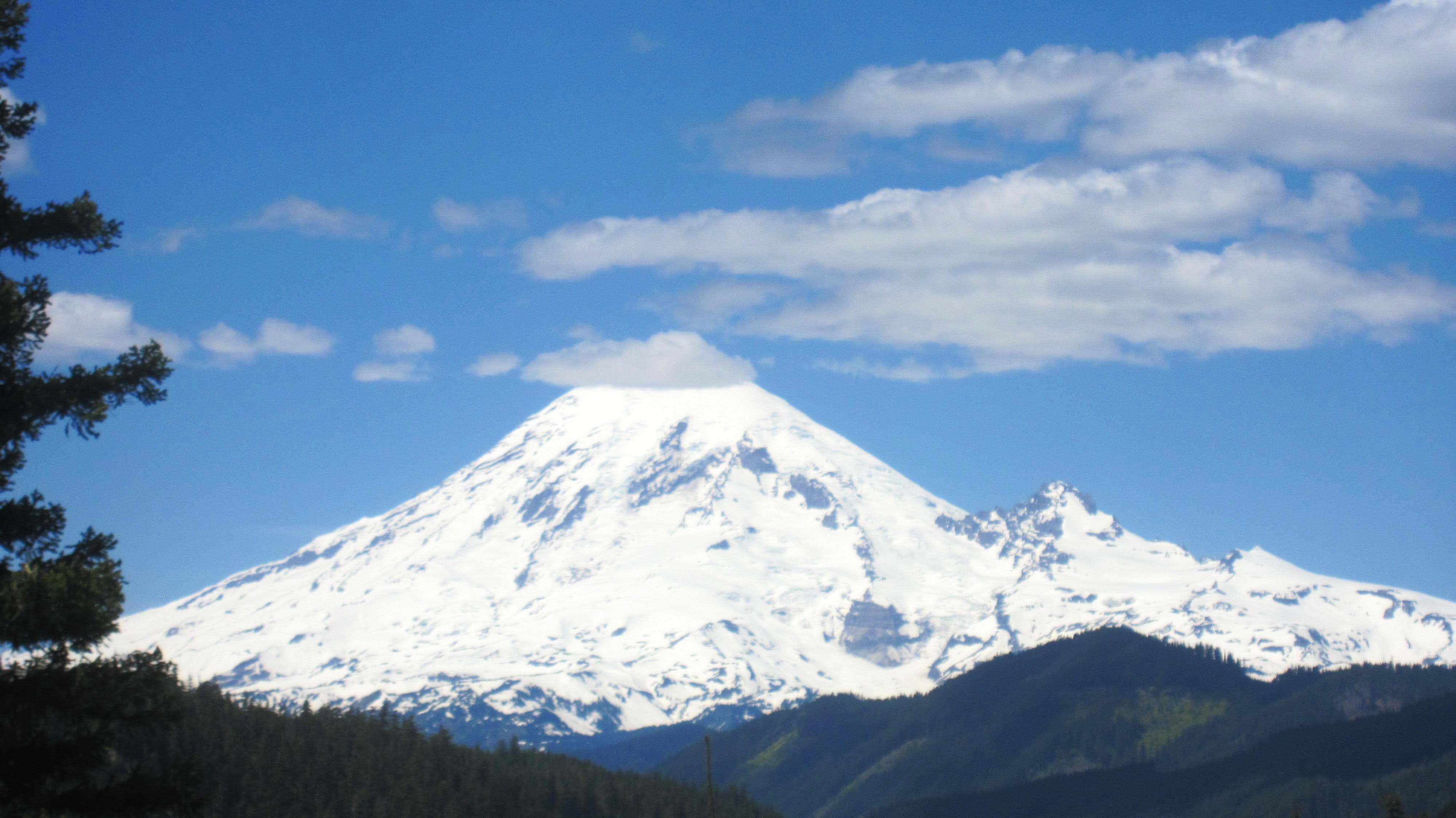 Battle on Mt Rainier\'s DC Route