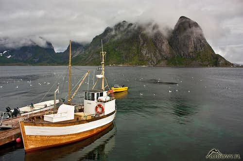 Cloudy morning in Reine