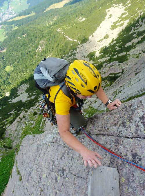 Getting the wooden belay, Sarner Scharte