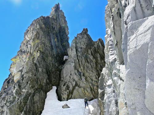 Entering the Gully to the South Ridge