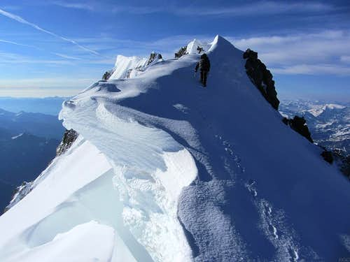 Cornices on the ridge towards Mont Blanc de Courmayeur