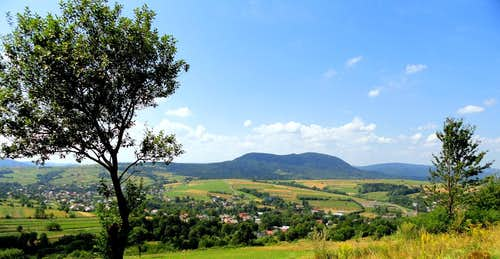 Mount Cergowa and other mountains around