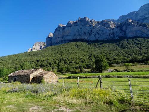 Around the Peña Montañesa