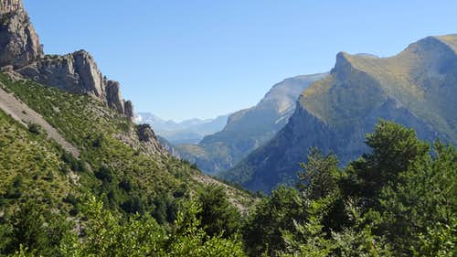 Valley between Peña Montañesa and Cotiella