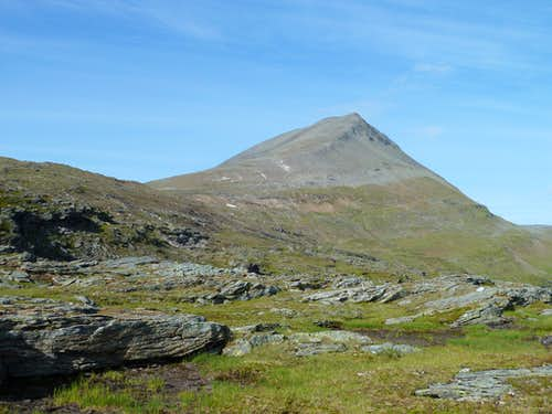 Tromsdalstind from the southern approach