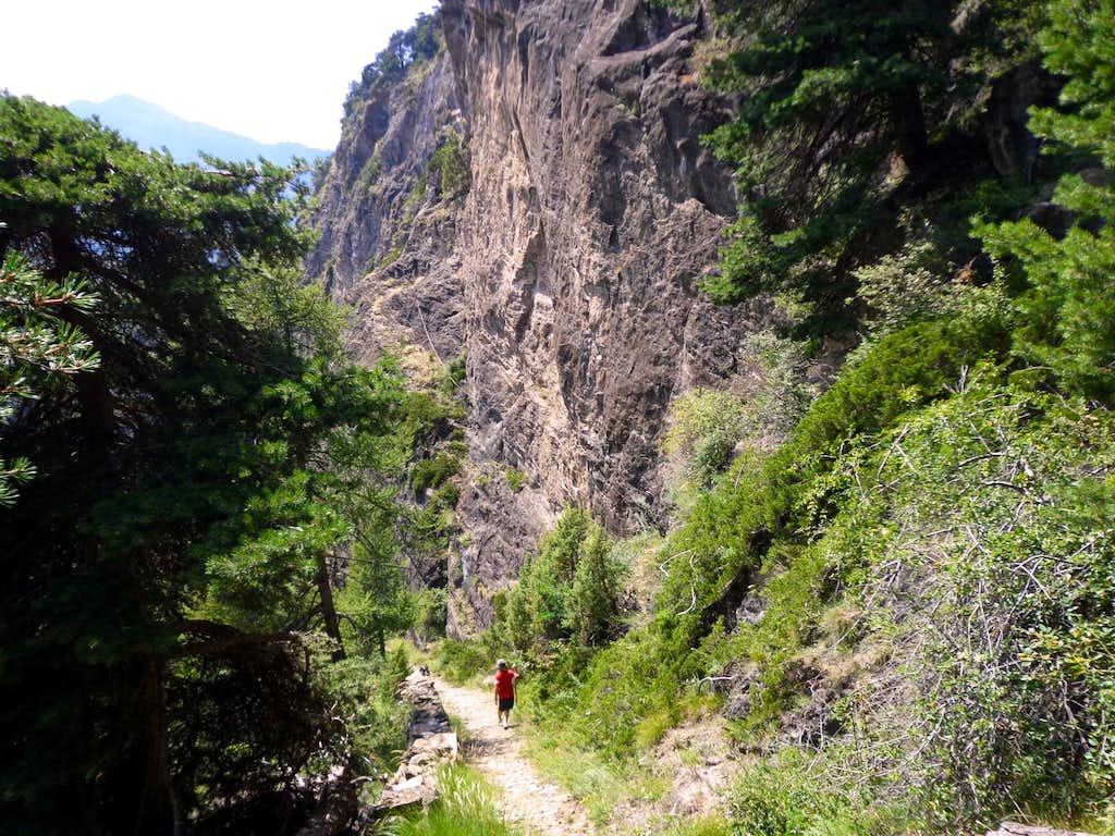 Inc Ex Dangerous Descent among Walls & Precipices 2013