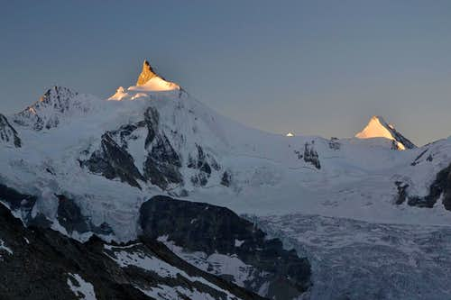 The peaks of Zinalrothorn and Obergabelhorn...