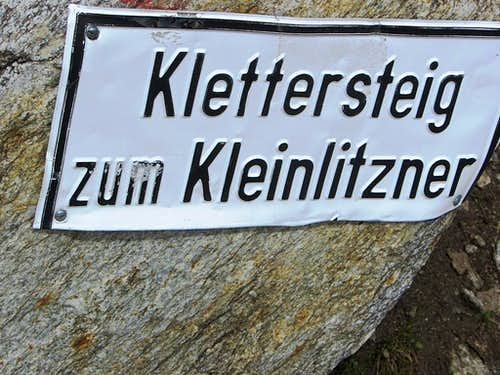 The sign marking the trail to the Kleinlitzner via ferrata