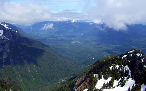 Round Mountain and North Fork Stillaguamish River Valley from Jumbo Mountain