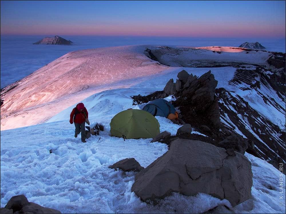 Camping on the ridge of Tolbachik volcano